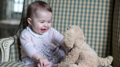 Galerie FOTO! Primele cadouri de Crăciun pentru Prințesa Charlotte și prințul George