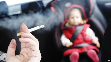 Decizie incredibilă luată de autorităţi! Şoferii care transportă copii vor avea interzis la fumat în maşină! De când intră în vigoare legea