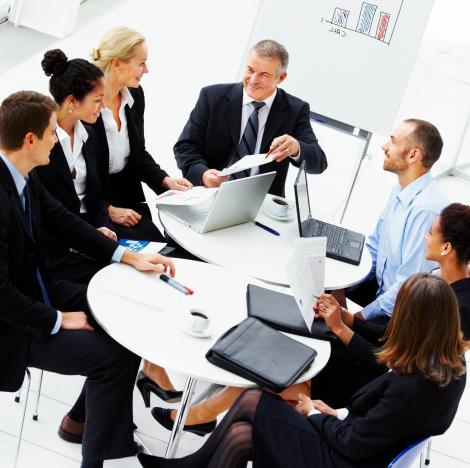 Cinci semne clare că locul de muncă NU ţi se mai potriveşte! Iată când trebuie să DEMISIONEZI