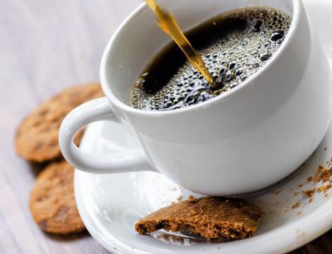 GENIAL! Iată ce poți face folosind cafeaua nebăută! Niciodată nu te-ai fi gândit la așa ceva