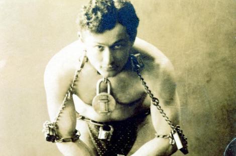 Houdini, magician genial sau simplu cascador? Trucul prin care a încercat să sfideze MOARTEA! Uite ce s-a întâmplat după zece ani!