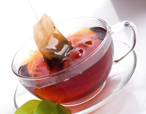 Nu mai arunca plicul de ceai! Iată ce minuni poţi face cu el în gospodărie şi pe post de produs cosmetic! Trebuie să încerci