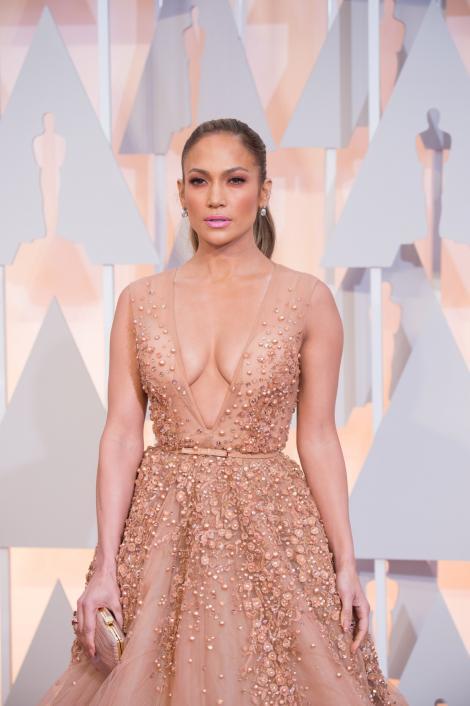 Adevărul despre corpul lui Jennifer Lopez! Fără retuşuri, fără Photoshop! Imaginile vorbesc de la sine...