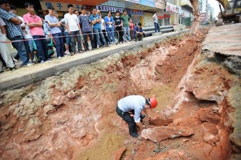 """Muncitorii au descoperit ceva FABULOS când săpau în centrul orașului! """"Nu am mai văzut în viața mea așa CEVA!"""""""