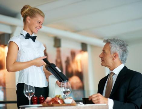 """O chelneriță a izbucnit în lacrimi de fericire! """"Clientul acesta a făcut ceva FABULOS pentru mine!"""""""