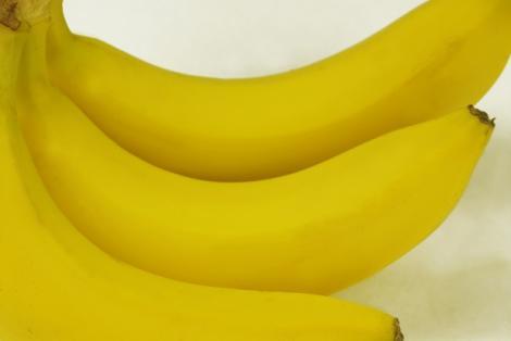 """A vrut să mănânce o banană, însă A ÎNLEMNIT când a văzut ce se află în ea! """"O mușcătură și era moartă"""""""