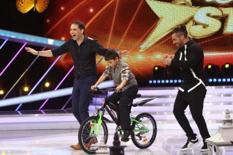 """Vise împlinite la """"Next Star""""! Luca a primit în dar o bicicletă și și-a cunoscut idolul, pe Helmut Duckadam!"""