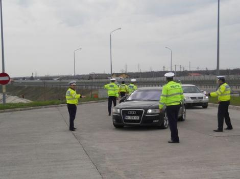 A condus cu 201 km/h pe autostradă! Polițiștii au rămas fără reacție când l-au oprit! Ce i-a uimit