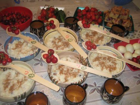 Tot ce trebuie să știi despre sărbătoarea Moșii de vară! De ce se împart ulcele cu fructe și lapte