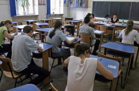 BAC 2015:  Elevii de clasa a XII-a susțin luni proba scrisă la limba română