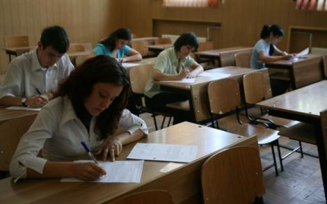 BAC 2015: Nu au lipsit incidentele din timpul examenului! 74 de elevi au fost eliminaţi la proba de Limba Română