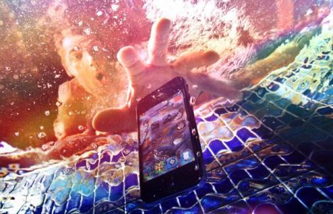 A căzut telefonul în apă? Cum îl poți salva