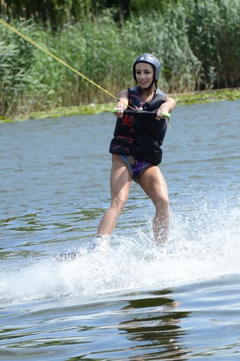 Flavia Mihășan își menține silueta cu wakeboarding!