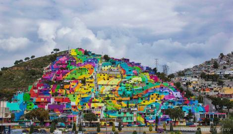 """""""Voi, ăștia cu graffiti, vreți să fiți legali? Ia pictați tot cartierul!"""" Super proiectul mexicanilor din Palmitas"""