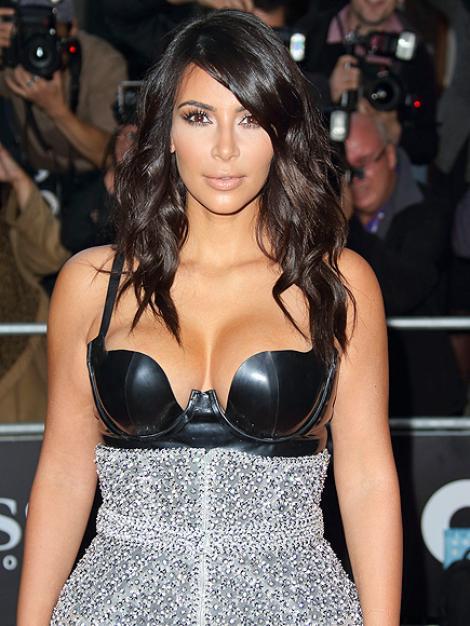 FOTO: Kim Kardashian, apariție controversată în plină zi! Cum a ieșit îmbrăcată pe stradă
