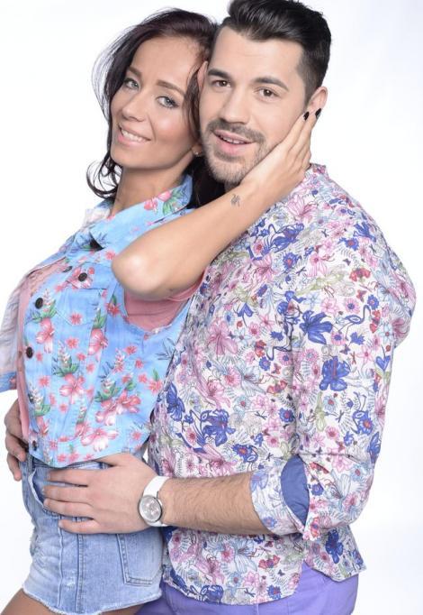 """FOTO: Petrecere mare în """"familia"""" de la """"Insula Iubirii""""! Andreea și Bogan s-au distrat până dimineața într-un club din Mamaia"""