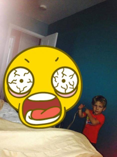 FOTO: Ce a putut să aducă acest copil în dormitor întrece orice imaginație! Părinții au rămas fără replică