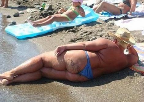 Criză de râs!! Motivul pentru care s-a ascuns soarele: Cele mai penibile costume de baie purtate de oameni obișnuiți (Galerie VIDEO)