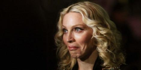 VIDEO! Madonna, regina muzicii pop, a cântat într-un concert sub influența băuturilor alcoolice! Fanii au fost scandalizați