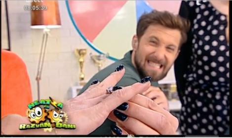 """Inelul misterios de la Neatza! """"Detectivii"""" Dani și Răzvan au încercat să găsească proprietarul bijuteriei"""