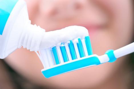 După ce vei afla de ea, îţi vei arunca şi vechea periuţă de dinţi! Prima pastă de dinţi care conţine cofeină. Efecte uimitoare!