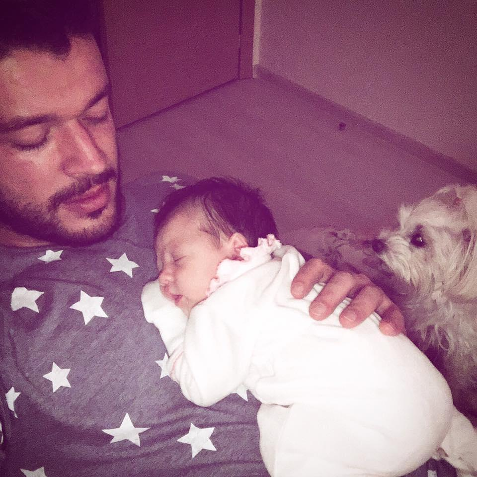 Fiica Biancăi Drăgușanu şi a lui Victor Slav, în braţele lui Botezatu. Fotografia face furori pe reţelele de socializare