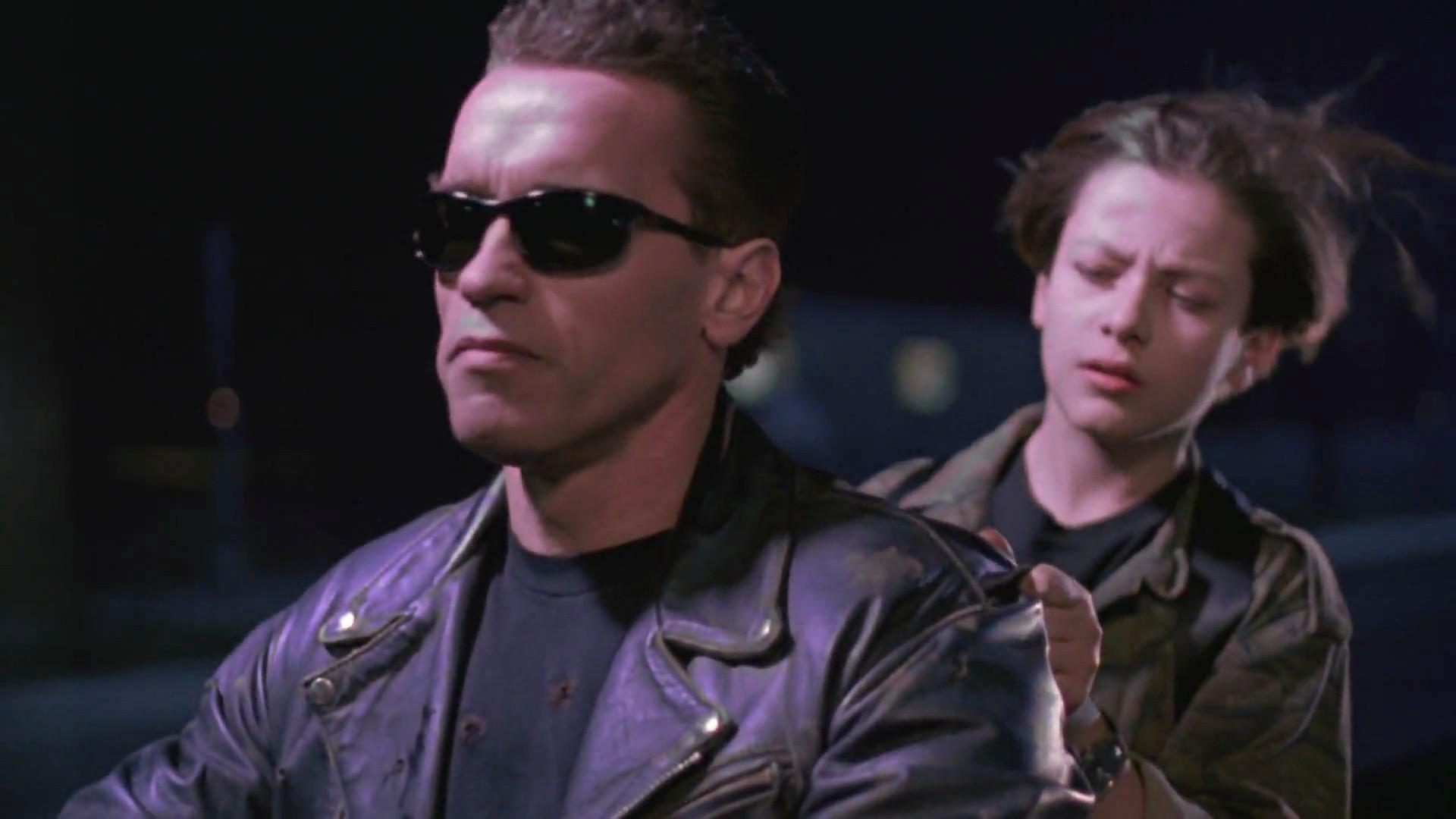 """FOTO! Îţi mai aduci de puştiul din """"Terminator"""" care juca alături de Arnold? Acum este de nerecunoscut"""