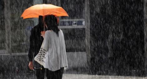 În octombrie, se poartă umbrela! Vreme instabilă și rece la început de toamnă
