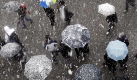 Vine vremea rea! Atenţionare meteo de ploi abundente, lapoviță și ninsori la munte