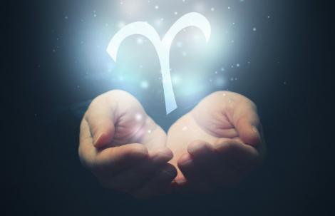 De ce îi iubim pe Berbeci? 10 motive pentru care ne îndrăgostim iremediabil de această zodie