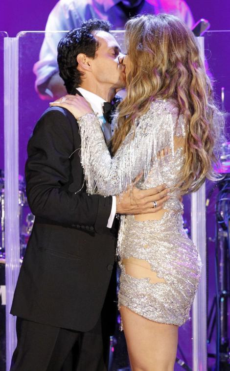 VIDEO! Marc Anthony și Jennifer López, din nou împreună?! S-au sărutat în văzul fanilor, pe scenă!