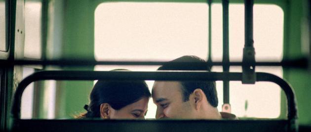 FOTO: Nu mai sunt la prima tinerețe, dar apetitul a rămas același! Un cuplu a oferit scene PICANTE într-un autobuz