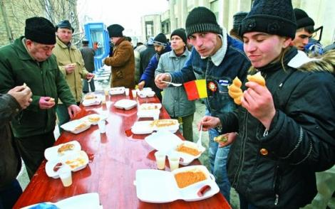 UPDATE. Liber la fasole cu cârnați! Române, unde poți mânca gratis de 1 Decembrie tot ce-ți poftește inima de patriot! Dragostea de țară trece și prin stomac!