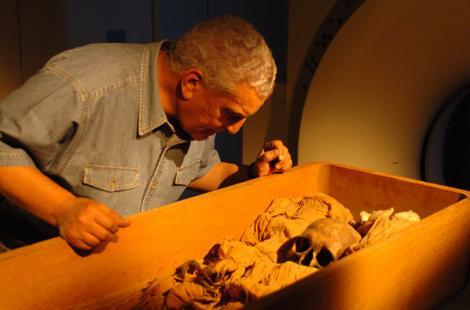 O mumie de 1.500 de ani, descoperită cu pantofi sport! Toți au rămas uimiți când au văzut minune!