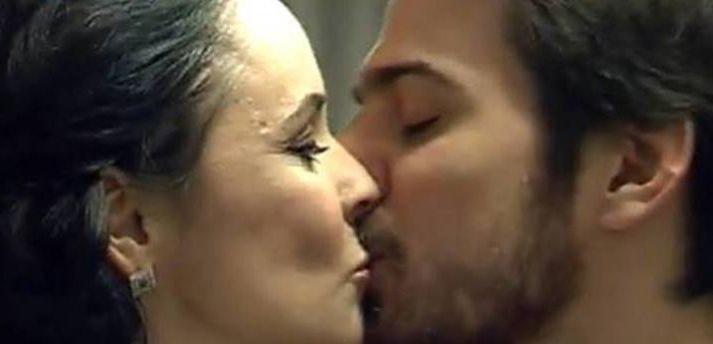 Imagini pasionale cu Andreea Marin și Tuncay Ozturk. S-au sărutat în văzul tuturor!
