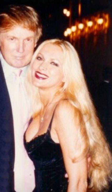 Blonda care l-a înnebunit pe DONALD TRUMP este româncă. Cine este misterioasa femeie care l-a însoțit pe președintele SUA la diverse evenimente