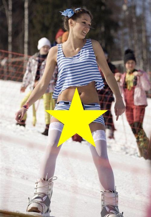 FOTO: O să te bucuri mai ceva ca la prima ninsoare! A ieșit pe pârtie în cel mai SEXY costum