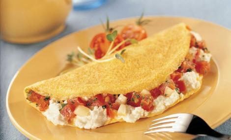 """Aşa faci cea mai bună omletă grecească în numai cinci minute! Ingredientul care-i dă tot gustul: """"un secret"""" pe care ți-l dezvăluim!"""