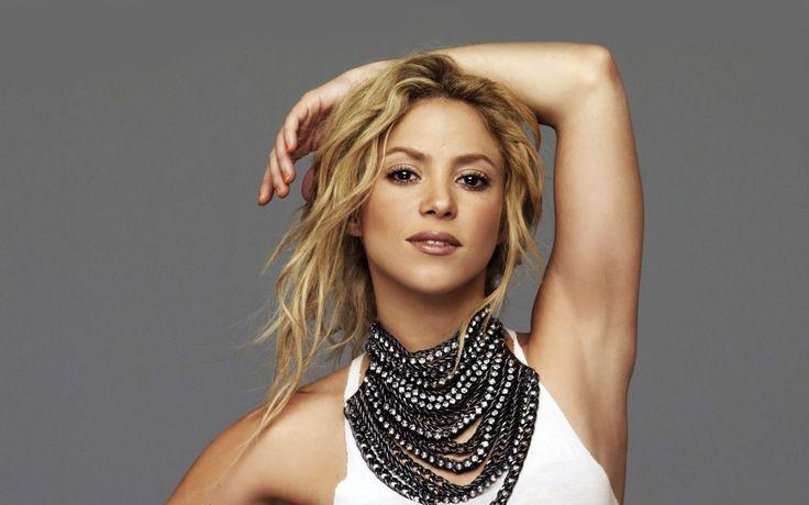 Imaginea cu care Shakira a speriat internetul! Cântăreaţa, acuzată că a apelat la operaţii estetice