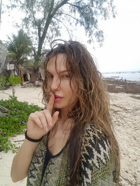 FOTO: Cu decolteu adânc și părul scurt! Anna Lesko și-a bucurat fanii cu o schimbare totală de look