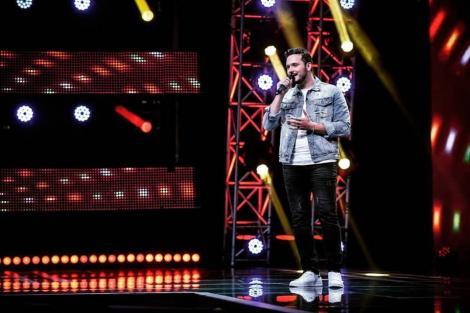 """Marcel Roșca l-a dat gata pe Mihai Trăistariu! A urcat pe scena """"X Factor"""" și a topit publicul cu interpretarea piesei """"Cât de frumoasă ești"""": """"Mamăăă, ce fain!"""""""