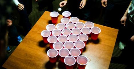 """""""Bolț"""", jocul ideal pentru când ieși la o bere cu prietenii! Distracția este garantată!"""
