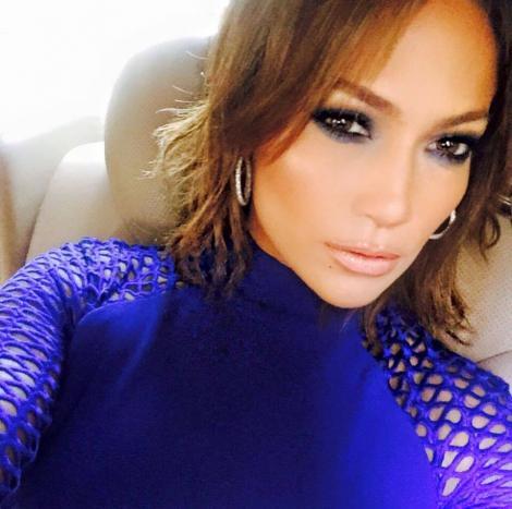 La 46 de ani este mai frumoasă fără machiaj și rochii scumpe. Cum arată Jennifer Lopez într-o zi obișnuită