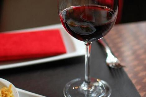 Acesta este secretul. Mulți dintre români nu știu de ce paharele pentru vin au picior!