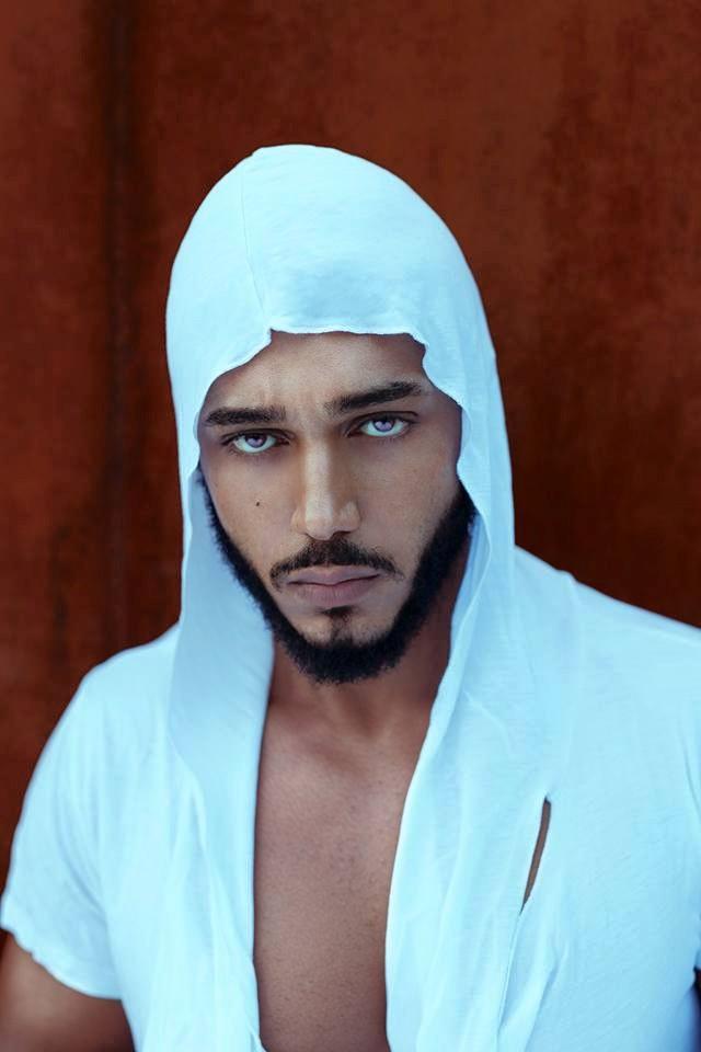 """Atenţie mare, doamnelor! Suhaib de la """"Burlăciţa"""" şi-a schimbat look-ul. E mai SEXY ca niciodată"""