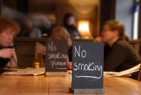 Cum să fentezi legea antifumat. Uite la ce soluţii inedite s-a gândit un blogger fumător