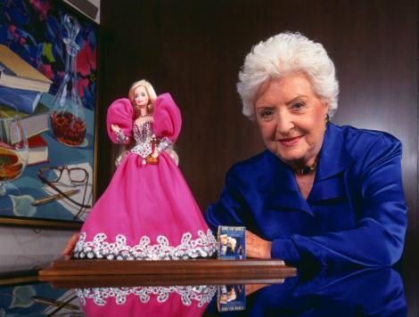 Barbie ajunge la muzeu! Păpusa creată de o femeie care a țintit către un ideal: Păr blond platinat, picioare interminabile și piept generos