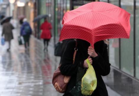 Primăvara se lasă așteptată! Să nu îți uiți umbrela acasă!