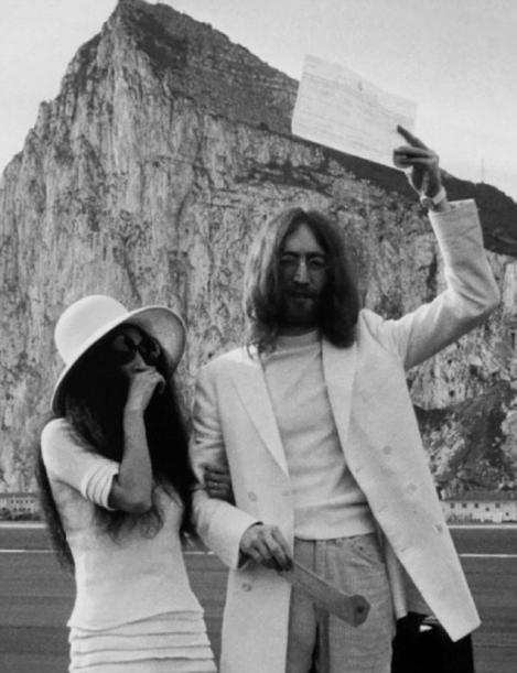 """Cum a fost la nunta lor, acum 37 de ani? Imagini de poveste din ziua în care John Lennon și Yoko Ono au zis ,,DA""""!"""