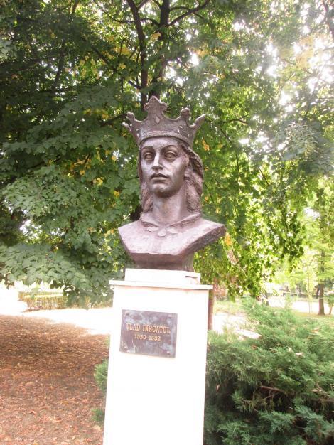 Istoria cu care ne mândrim: cum s-a înecat, călare fiind, în Dâmbovița, domnitorul Vlad al VI-lea. Se zice că și calul era beat!
